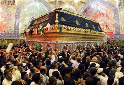 تشهد محافظة النجف في مثل هذا الوقت من كل عام توافد حشود الشيعة لزيارة مرقد الأمام علي بن أبي طالب لأحياء ذكرى مقتله في ٢١ رمضان سنة ٤٠ هجرية