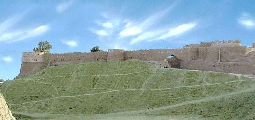 """دمّرت داعش """"تل عفر"""" الأثرية التي بنيت في العهد الآشوري حيث كانت تلعـفر مركز عبادة الإله (عشتار)، وجدد الرومان بناية هذه القلعة وحكموا أسوارها، كما جددمروان بن محمد الثاني آخر خلفاء الأمويين والذي كان والياً على منطقة الجزيرة بناء القلعة وسميت بـ(قلعة مروان)"""