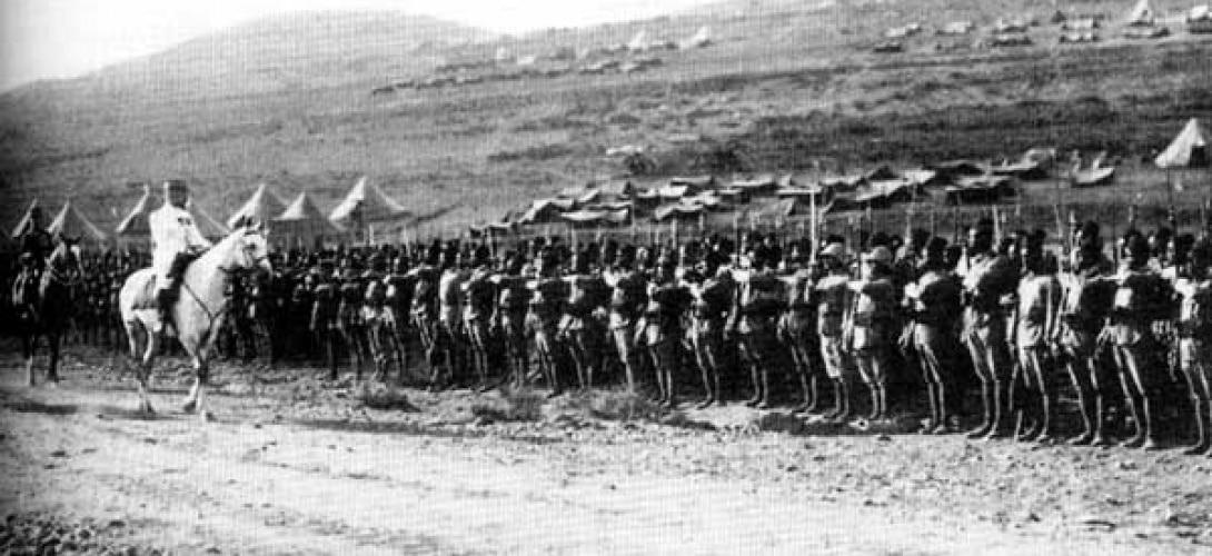 """الجنرال غورو يستعرض قواته في """"ميسلون"""""""