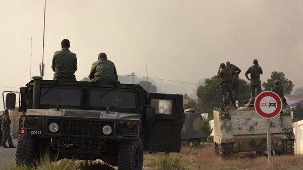 جنود تونسيون في جبل شامبي القريب من الحدود مع الجزائر