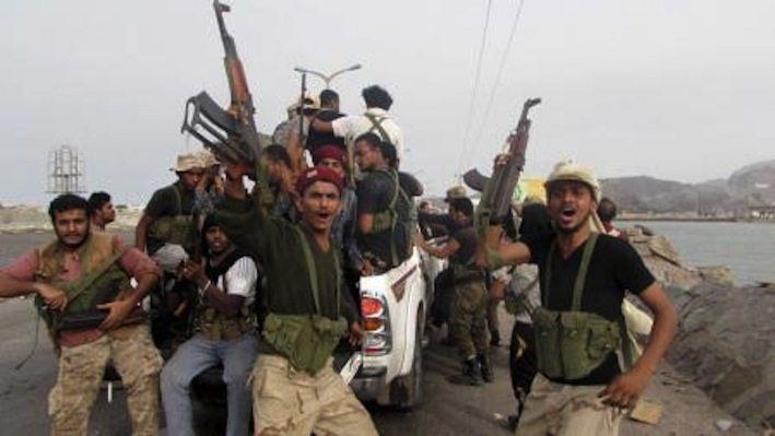 مقاتلون من الحراك الجنوبي في مدينة عدن اليمنية يوم 16 يوليو تموز 2015. تصوير: رويترز.