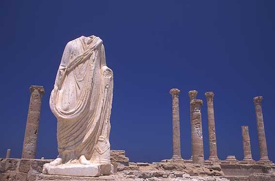 """""""صبراتة"""" الليبية مدينة فينيقية رومانية بيزنطية عربية: ماذا سيتبقّى من آثارها قبل انحسار موجة الفاشية السوداء؟"""