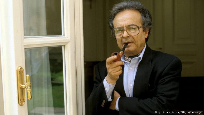 نال الشاعر السوري أدونيس أيضا ميدالية غوتة عام 2001