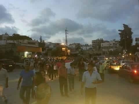 بدأت الحشود والمظاهرات من بسنادا تنادي بإعدام سليمان الاسد، والثأر للعقيد المقتول، تتجه المظاهرة الى حي الزراعة الموالي للنظام