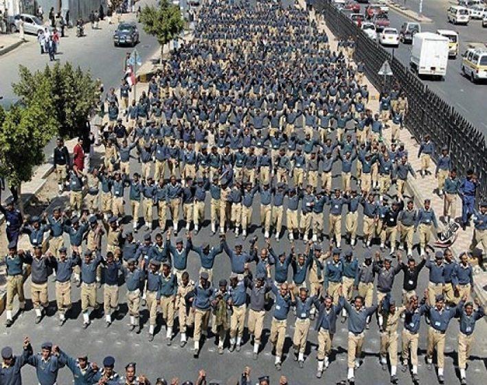 إضراب ضباط القوة الجوية اليمنية في صنعاء ابتداء من شهر يناير ٢٠١٢ للمطالبة بإقالة قائدهم محمد صالح الأحمر