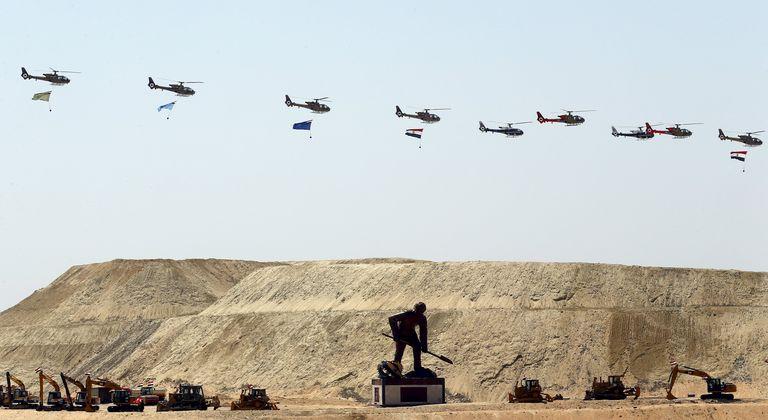 4715652_6_a753_defile-d-helicopteres-durant-la-ceremonie_227744af3c816ad39bca93fe112cbf89