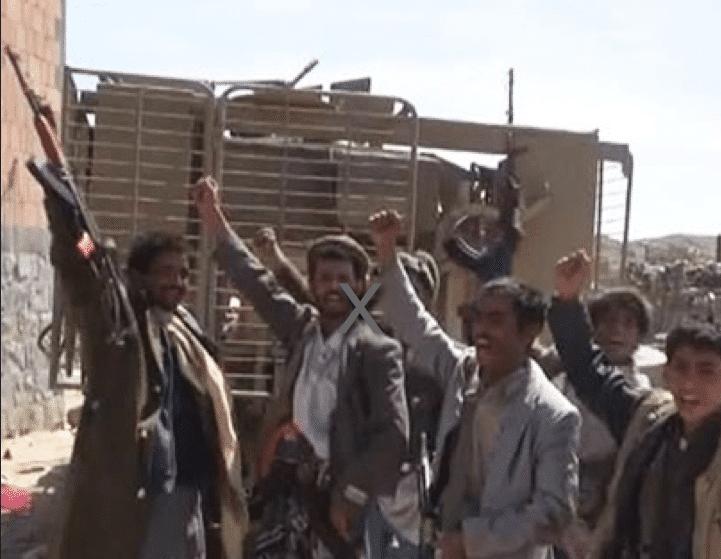 """صورة نشرتها وكالة """"فارس نيوز"""" الإيرانية وذكرت أنها لحوثيين يسيطرون على مدرعة ميكراس إماراتية"""