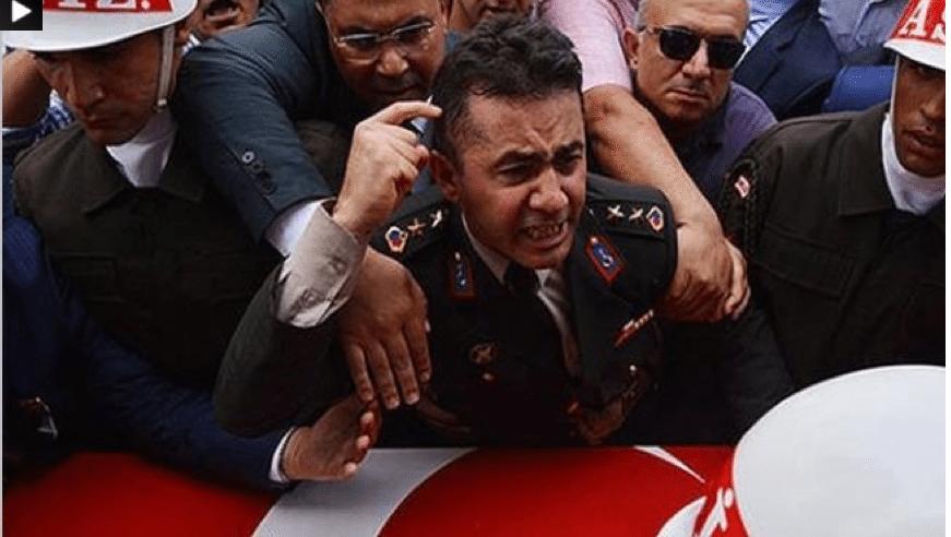 """""""النعوش"""" لا تعطي إصواتاً إنتخابية: من فوق جثمان شقيقه """"الشهيد"""": ضابط في الجيش التركي ينتقد حرب إردوغان على """"الإرهاب""""!"""