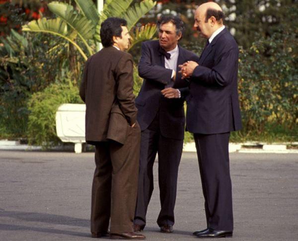 الجنرالان توفيق وقاصدي مرباح مع رئيس الحكومة السابق سيد أحمد غزالي