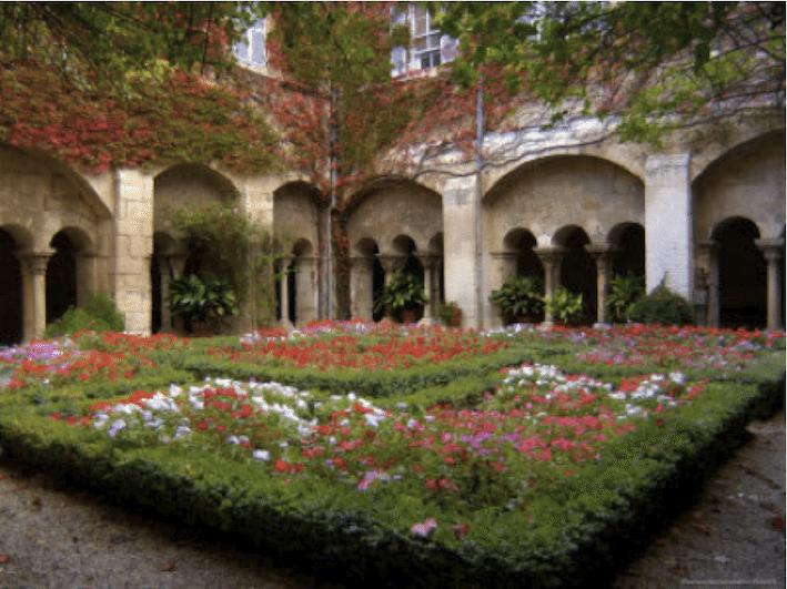 تُعتبر حديقة كنيسة سانت توماس أول مختبر لتجارب مندل الوراثية: أدت تجاربه في تكاثر نبات البازلاء إلى تطور علم الوراثة وكانت هي الأساس لعلم الوراثة الذي يشهد تقدماً في عالم اليوم