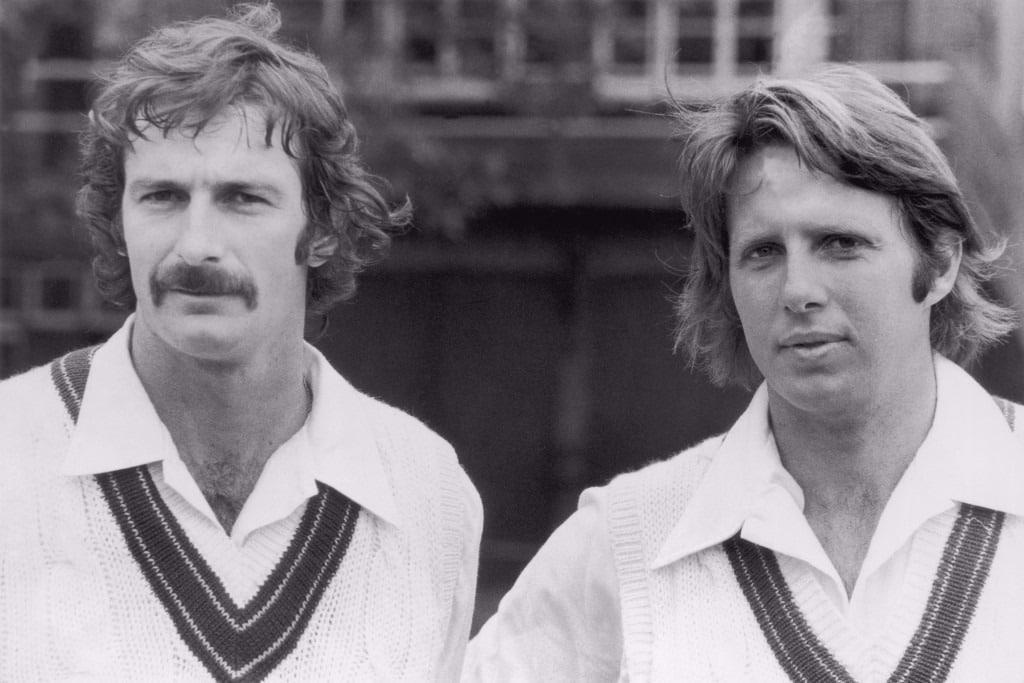 Les héros australiens de Cricket Dennis Lillee et Jeff Thomson (photographiés ensemble en 1975) sont cités comme des héros sportifs très particuliers par Chris Eaton.
