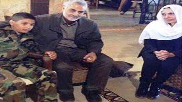 قاسم سليماني يعزّي عائلة الشبّيح هلال الأسد