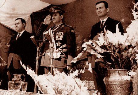 حافظ الأسد يتوسّط الدكتور نور الدين الأتاسي واللواء صلاح جديد