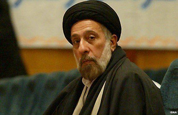 """سيد هادى خاميناى، الأخ الأصغر لمرشد الدولة، عضو """"مجمع الروحانيون المبارزون"""" الذى كان يترأسه مهدى كروبي. كان مناهضاً لانتخاب احمدي نجاد ومؤيداً لأمير حسين موسوي"""