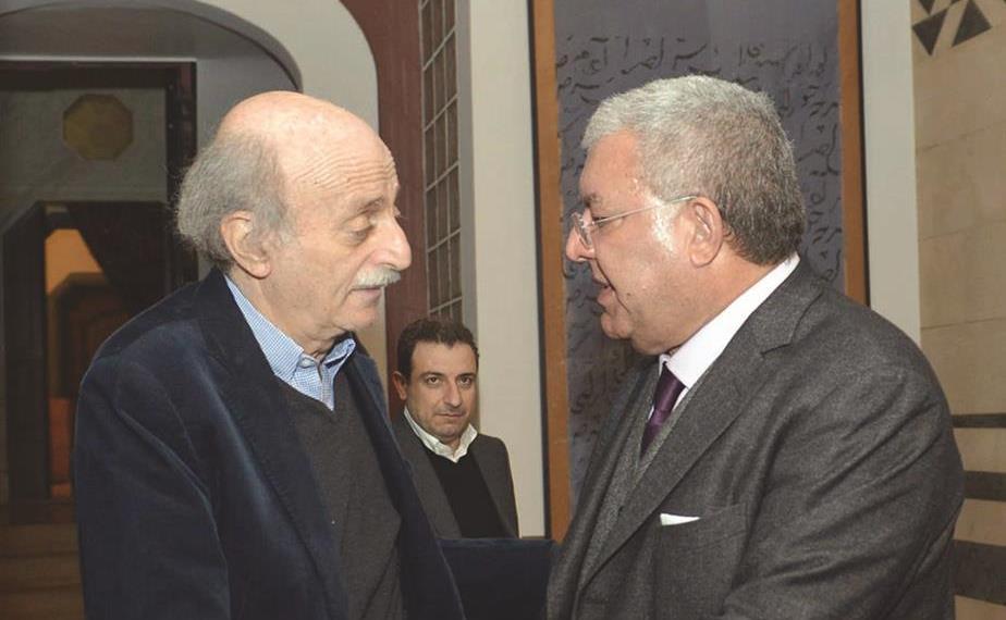 """وليد بك ووزير الداخلية والبلديات نهاد المشنوق """"يتشاوران"""" حول """"مصيبة"""" الإنتخابات البلدية!"""