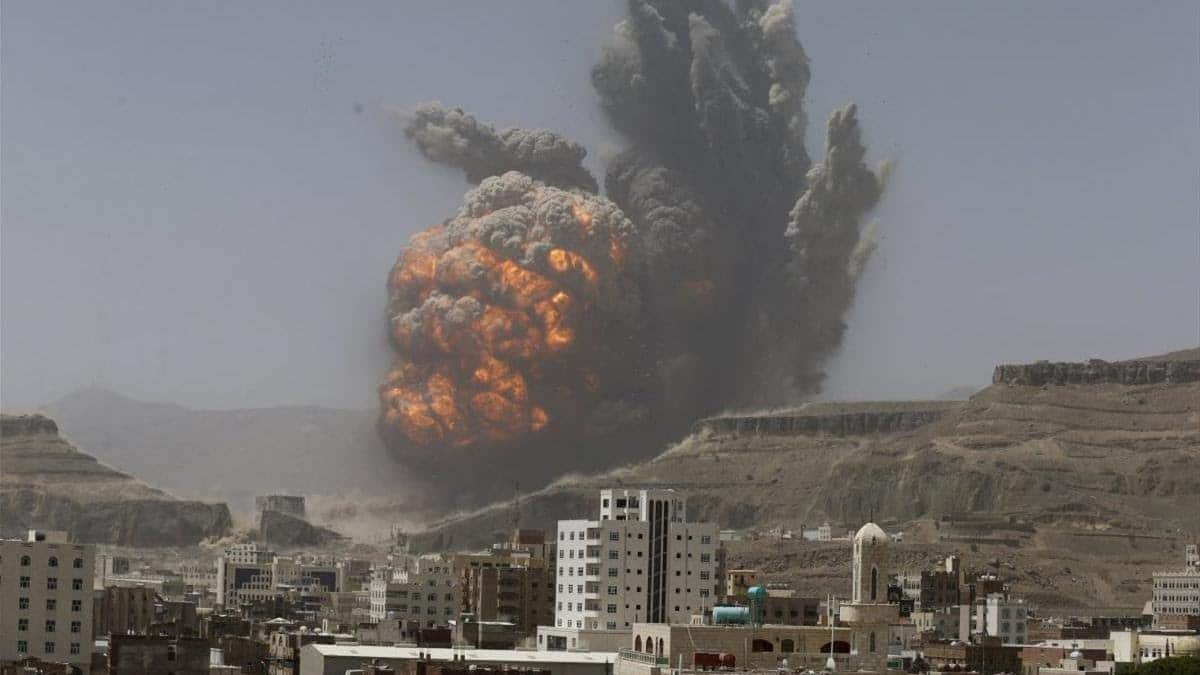 Air strike hits weapons depot in Sanaa