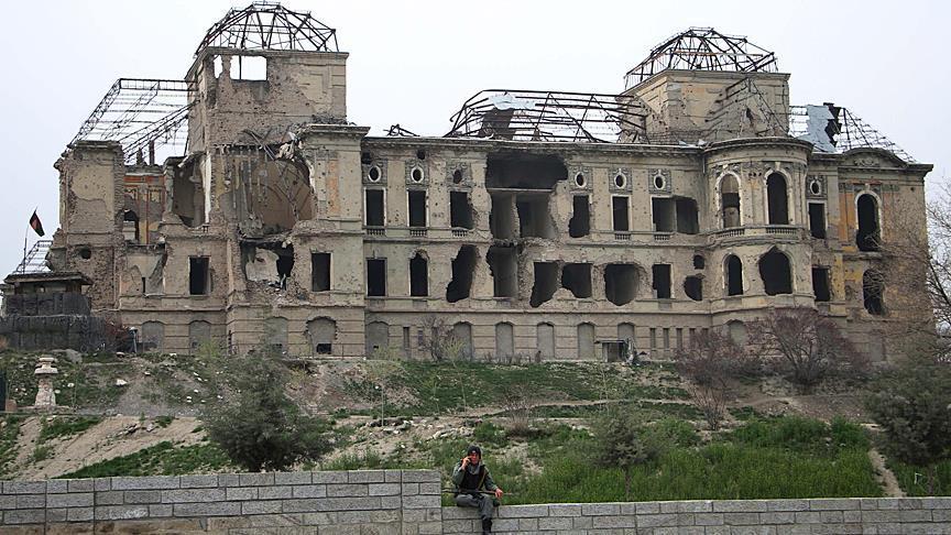 قصف الطالبان مبنى البرلمان في كابول في 82 مارس، قبل مداخلات مسؤول الإستخبارات ووزير الداخلية
