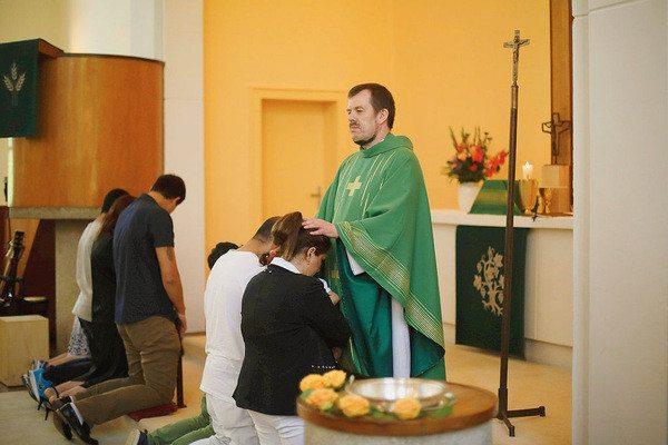 Des-Iraniens-font-baptiser-pasteur-Gottfried-Martens-eglise-Sainte-Trinite-Berlin-aout_0_730_400
