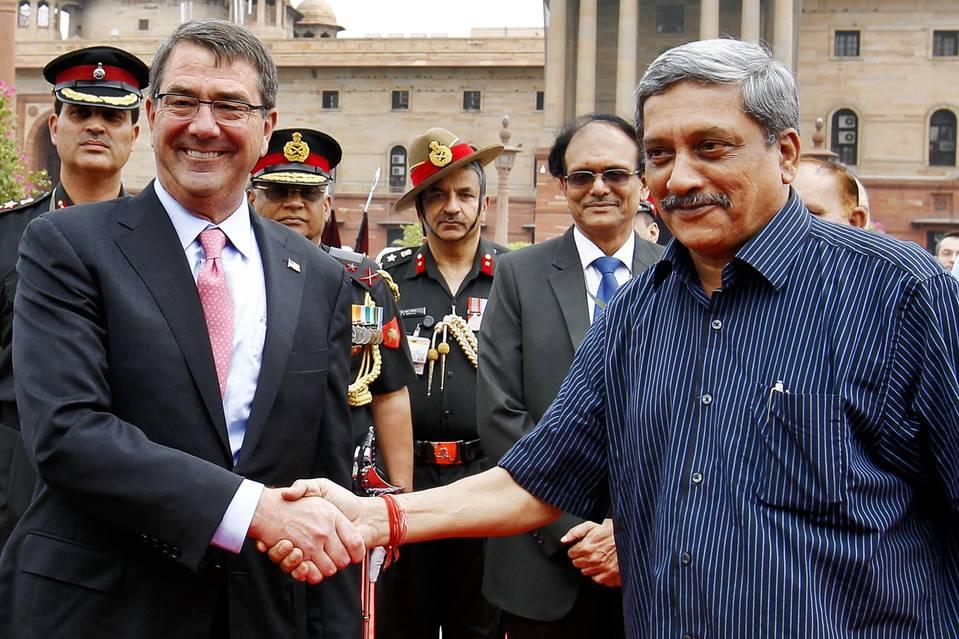 أشتون كارتر مع وزير الدفاع الهندي مانوهار باريكار