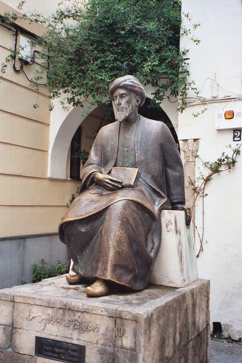 تمثال الفيلسوف اليهودي، العربي، والإسباني، إبن ميمون، في قرطبة