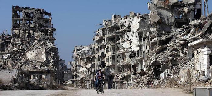 من سيدفع؟: الرهانات السياسية جداً لإعادة إعمار سوريا