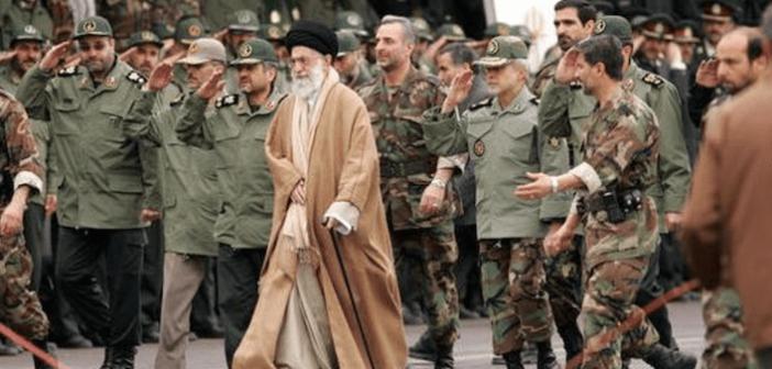 قادة «الحرس الثوري» الأثرياء «يُخرجون» 59 مليار دولار من إيران